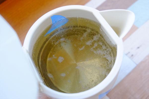 お酢と・クエン酸を使った電気ケトルのお掃除方法(石灰分の除去)2