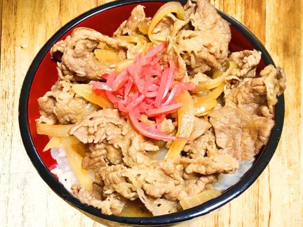 時短料理!吉野家風やみき『たまねぎトロトロ牛丼』のレシピ