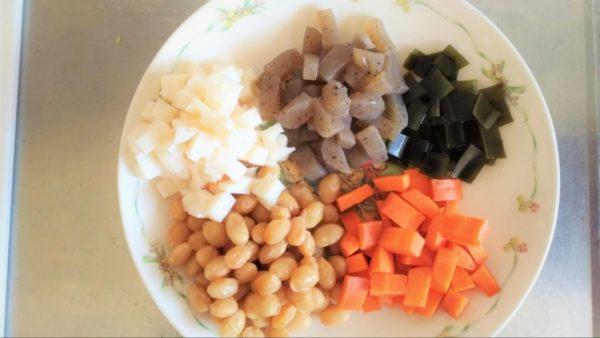 炊飯器で簡単に作れる五目豆レシピ②:野菜のカット